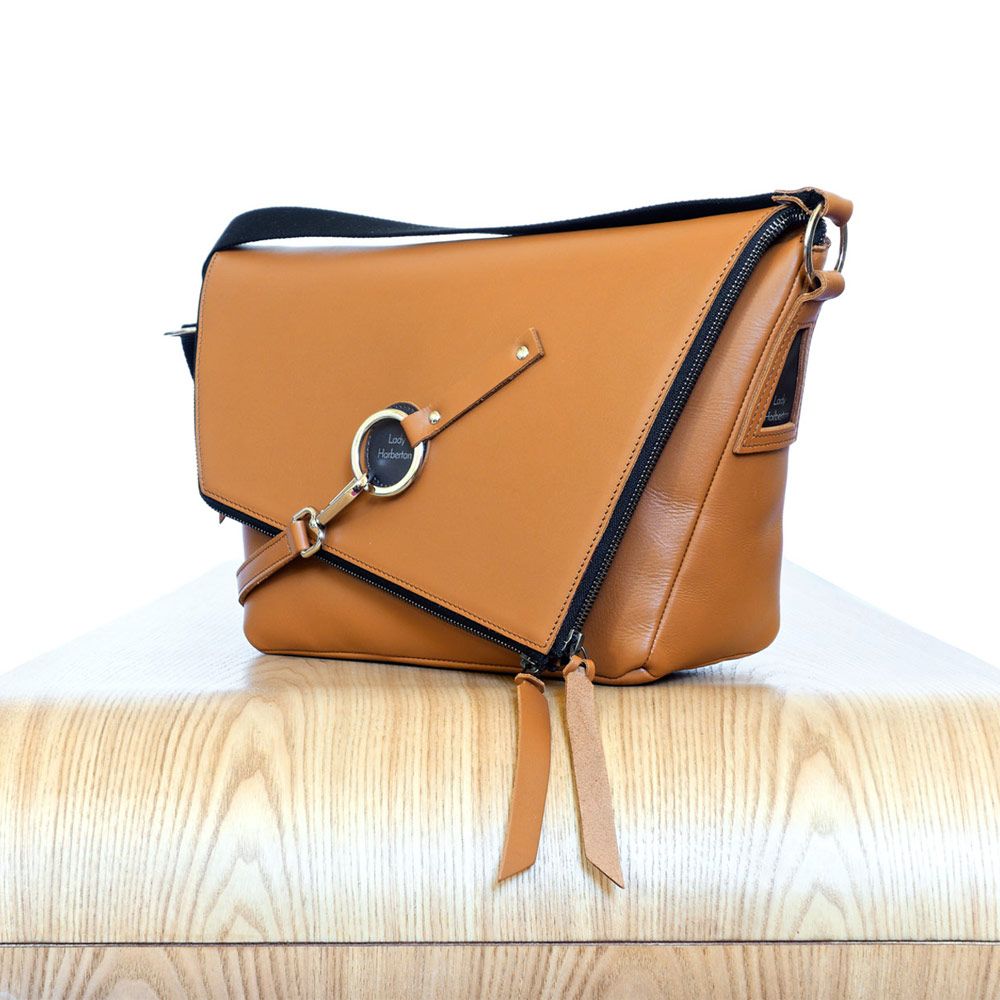 2369375a59 sac-main-cuir-camel-messenger-lady-harberton-vue- Camel Leather satchel Le Messenger  Lady Harberton ...